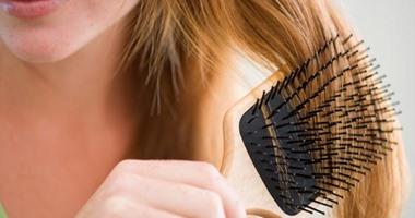 8 عادات غير متوقعة تؤذى شعرك وتدمره