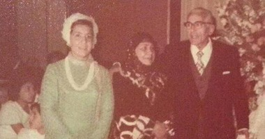 نشطاء يتداولون صورة نادرة لـ حسين صدقى بعد الاعتزال وتقدم العمر