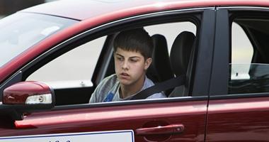 """دراسة أمريكية: """"المراهقون"""" أكثر عرضة للموت فى حوادث السيارات"""