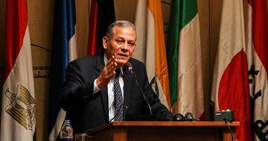 محمد أنور السادات يطالب المالية بعرض الحساب الختامى للموازنة على البرلمان