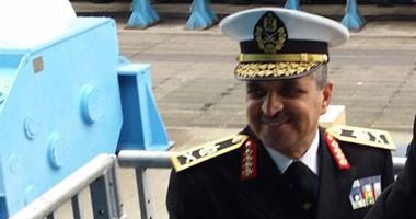 الرئيس يقلد اللواء أسامة منير ربيع قائد القوات البحرية رتبة الفريق