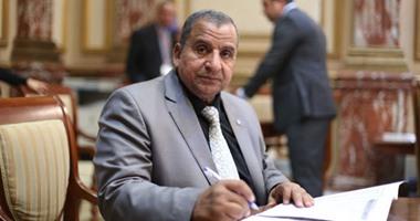 برلمانى يطالب بتكريم الفنان عادل إمام بمجلس النواب
