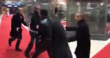خالد أبوبكر يصل قسم بوليس بباريس لمساندة أحمد موسى بعد واقعة الاعتداء عليه