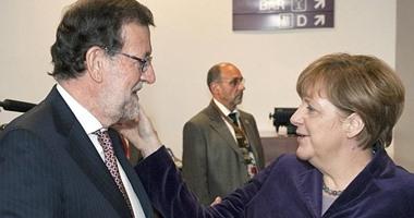الصحف الإسبانية: رئيس حكومة إسبانيا محور اهتمام قادة الاتحاد الأوروبى .. ووضع ميركل يديها على خد راخوى يثير جدلا واسعا.. والمفوضية الأوروبية تطالب بضرورة التحرك لاحتواء أزمة اللاجئين باجتماع بروكسيل