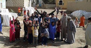 ينشرون السعادة بالدفا..رابطة شباب المعادى  يبنون 100 سقف لفقراء الصعيد