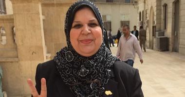 """45 نائبة برلمانية يرفضن خفض سن زواج الفتيات لـ16 عاما: """"عودة للجاهلية"""""""