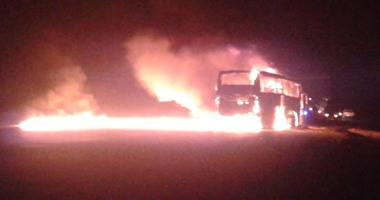 اشتعال النيران فى أتوبيس بالغردقة والدفع بسيارات إطفاء وإسعاف