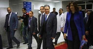 بالفيديو والصور.. وزيرا الصحة والهجرة يشهدان أول جراحة لتغطية قرحة بغضروف بغشاء صناعى