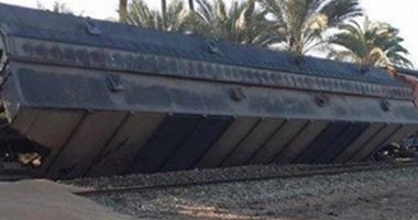سقوط 6 عربات من قطار بضائع بمنطقة الجمل والطيارة بأبو المطامير