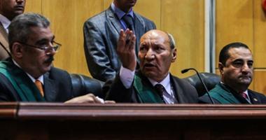 قاضى  كتائب حلوان  الإرهابية يحذر متهم لتحدثه أثناء تلاوة أمر الإحالة