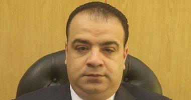 محافظ الفيوم يقرر إزالة العبارات غير اللائقة وإعادة طلاء أسوار المدارس