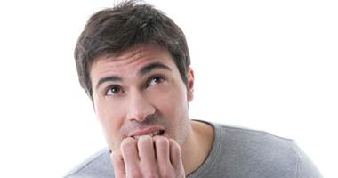 4 أضرار صحية تبعدك عن عادة قضم الأظافر