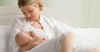 اكتشاف مكون فى حليب الأم البشرى يعزز التطور المعرفى عند الأطفال