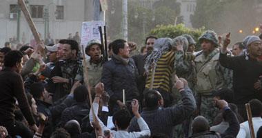 """بالصور.. """"الجيش"""" يحتجز 75 شخصا من مثيرى الشغب فى التحرير"""