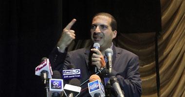 عمرو خالد يشيد باحتواء شيخ الأزهر لأزمة تسمم طلاب الجامعة