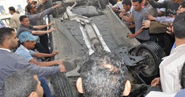 بالصور.. نجاة المئات برمسيس من الموت بعد سقوط سيارة من أعلى أكتوبر 1420127132751.jpg