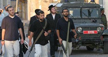 مستوطنون يهددون سيدة فلسطينية من الخليل بالاغتصاب