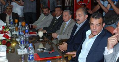 مجلس الأهلى يتناول الغداء وسط اجتماع تحديد مصير عبد الظاهر