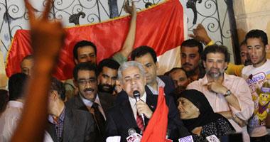 مؤيدو صباحى يشكلون سلاسل بشرية بميدان لبنان للتأكيد على تأييدهم له