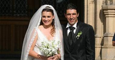 بوفون يتزوج صديقته بعد علاقة 5 سنوات وطفلين 16201116205240.jpg