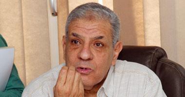 """""""محلب"""" يلتقى إبراهيم يونس كمرشح لوزارة الإنتاج الحربى"""