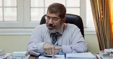 يديعوت أحرونوت: مرسى صم الآذان أمام أخطر أزمة تواجه مصر