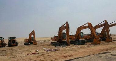 بالصور.. معدات القوات المسلحة تحفر القناة الجديدة