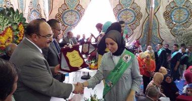 رئيس مدينة بنها تكرم أوائل المدينة بالشهادات العامة والمكفوفين