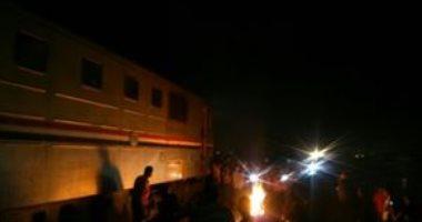 اشتعال النيران فى قطار ركاب فوارغ على رصيف محطة مصر.. واستدعاء المطافئ