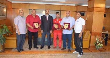 جامعة الفيوم تكرم محمد إيهاب لحصوله على برونزية رفع الأثقال فى الأولمبياد