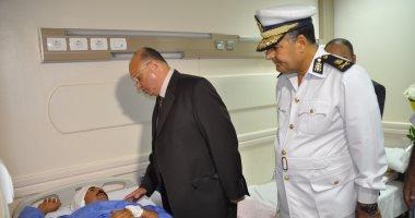 مدير أمن القاهرة يزور رقيب الشرطة المصاب فى حادث كنيسة سانت فاتيما