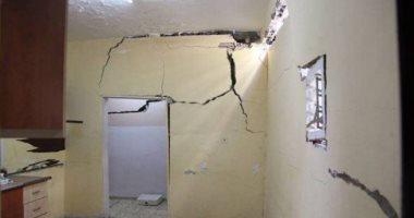 شروخ وتصدعات بمبنى بسبب بناء عقار مخالف فى شارع مسجد الشهاينة بالوراق