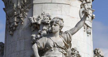 تعرف على تمثال ماريان العارى بطل أزمة رئيس وزراء فرنسا والحجاب