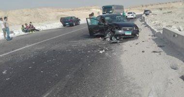 صورة إصابة 4 مواطنين فى تصادم سيارتين ملاكى بطريق الإوتوستراد