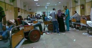 مرضى على الأرض وقمامة بالطرقات بمسشتفى الميرى فى الإسكندرية