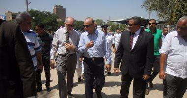 """محافظ القاهرة يرفض تطوير المستثمرين الحدائق.. ويؤكد: """"هيسحلوا الغلابة"""""""