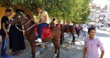 بالفيديو والصور.. ركوب الخيل أحد مظاهر احتفالات العيد بأسيوط