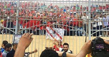 """تامر حسنى ينشر صورة تجمعه بجماهير الأهلى والزمالك..معلقا:""""مع بعض بالحب"""""""