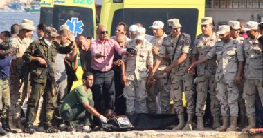 انتشال جثث مركب الهجرة غير الشرعية من مياه رشيد