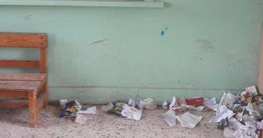 شكوى من انتشار القمامة بفصول مدرسة مدينة العمال بالمحلة الكبرى