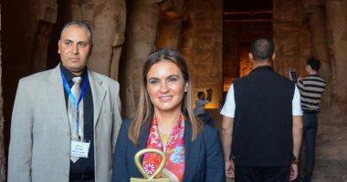 الدكتورة سحر نصر وزيرة التعاون الدولى خلال زيارتها معبد أبو سمبل