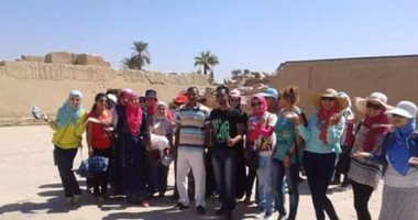 """بالصور.. 180 فتاة من جامعات مصر بـ""""قطار الشباب"""" فى زيارة لمعابد الأقصر"""