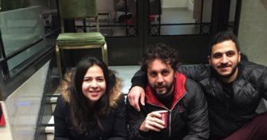 هشام ماجد ينشر صورة له مع إيمى سمير غانم وكريم السبكى فى لندن