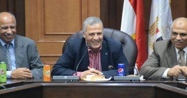 عبد العزيز يجدد الثقة بمدير عام الاستثمار بوزارة الرياضة
