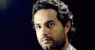 """كريم فهمى يعتذر لمتابعيه على """"إنستجرام"""" بعد سرقة حسابه"""