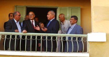 محافظ السويس ونائب وزير الإسكان يتفقدان مساكن تطوير العشوائيات بالأربعين