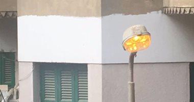 الوحدة المحلية فى مدينة الرديسية بأسوان تستبدل عمود إنارة متهالك بآخر جديد