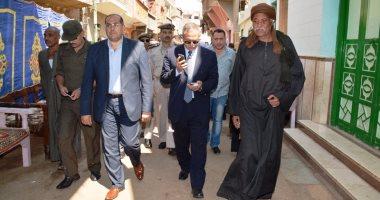 بالفيديو والصور.. محافظ سوهاج ومدير الأمن يقدمان واجب العزاء فى شهيدى سيناء