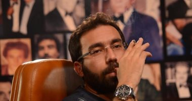 """بالفيديو.. هشام منصور يدعو جمهوره لحضور تصوير """"آخر الليل"""""""