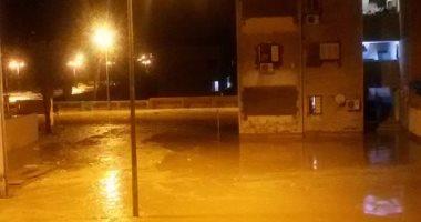 السيول تحاصر المنازل بمدينة رأس غارب
